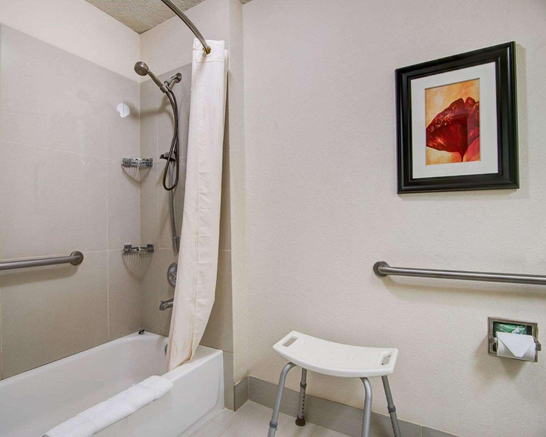 Suite - Comfort Suites Lawrenceville