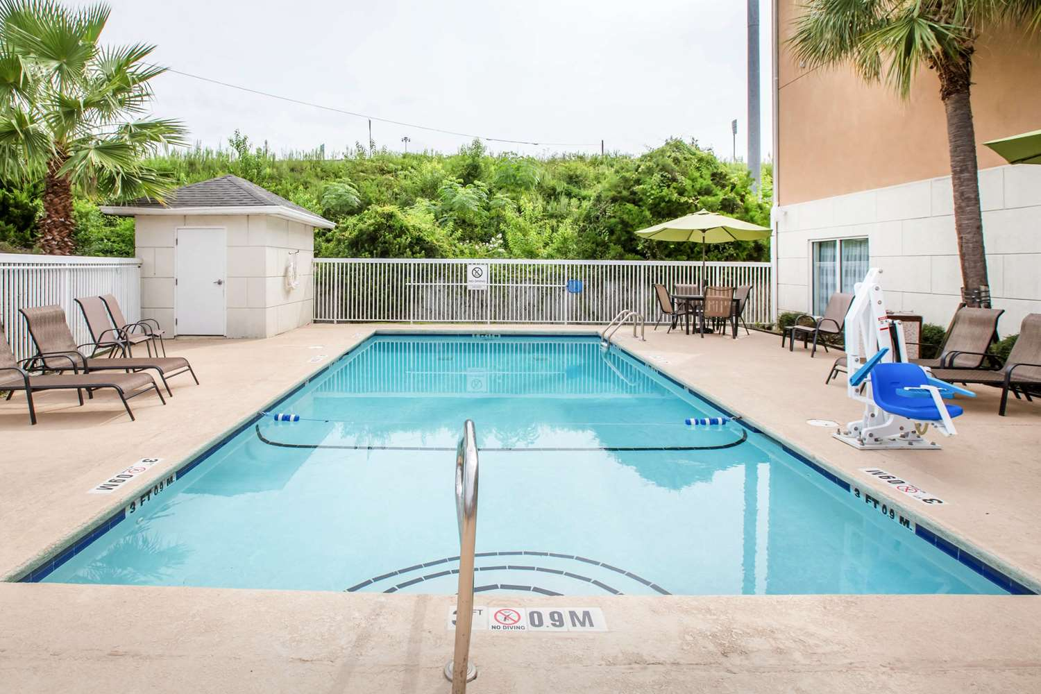 Pool - Sleep Inn & Suites Valdosta