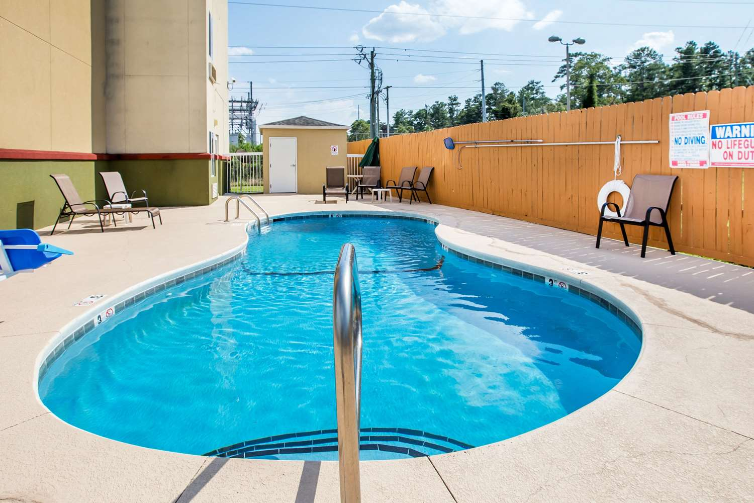 Pool - Econo Lodge Valdosta