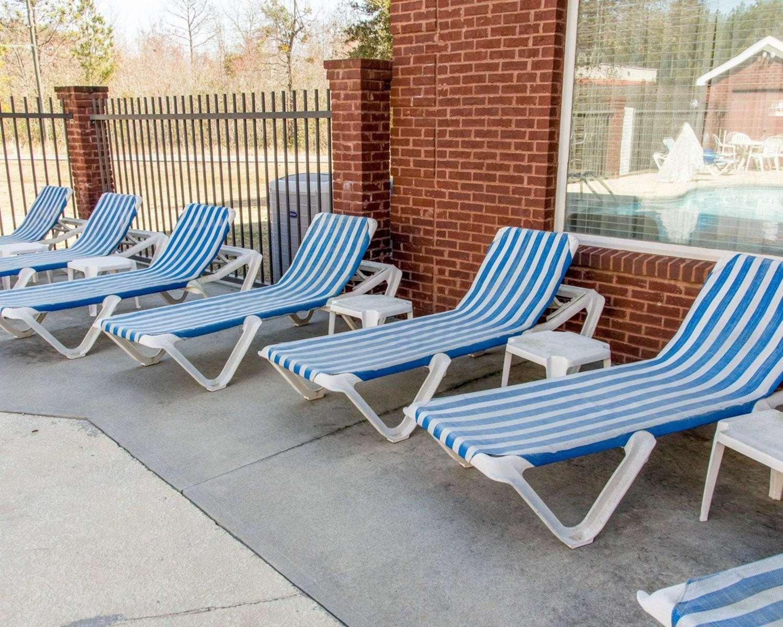 Pool - Comfort Inn & Suites Statesboro