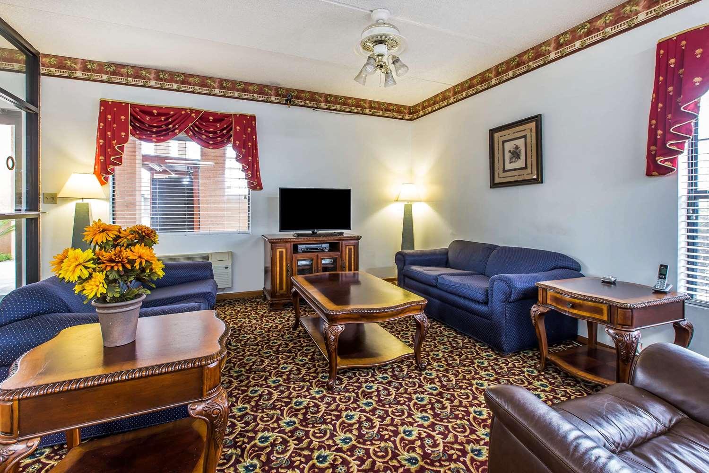 Lobby - Econo Lodge Inn & Suites Albany