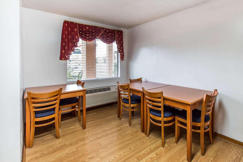 Restaurant - Econo Lodge Inn & Suites Albany