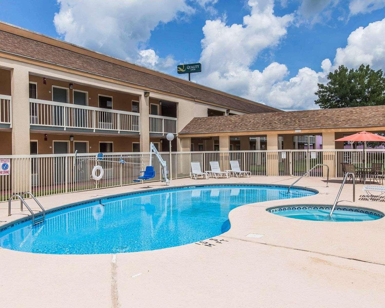Pool - Quality Inn Kingsland