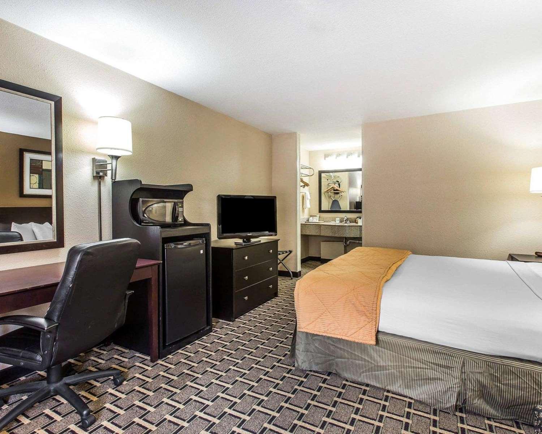 Room - Quality Inn Kingsland
