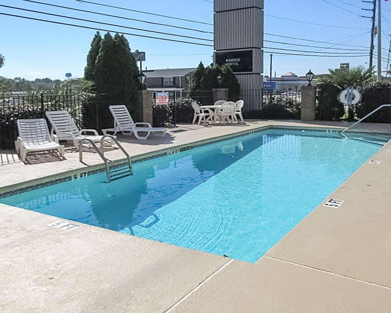 Pool - Quality Inn Winder