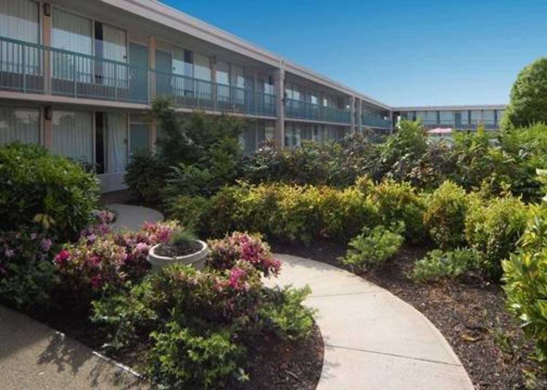 Exterior view - Quality Inn & Suites McDonough