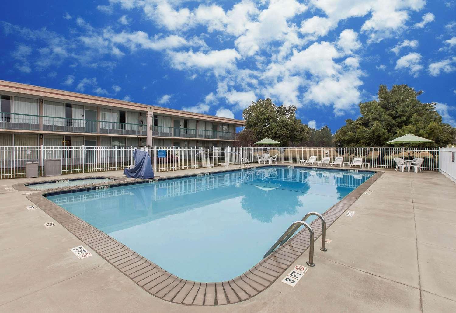 Pool - Quality Inn & Suites McDonough