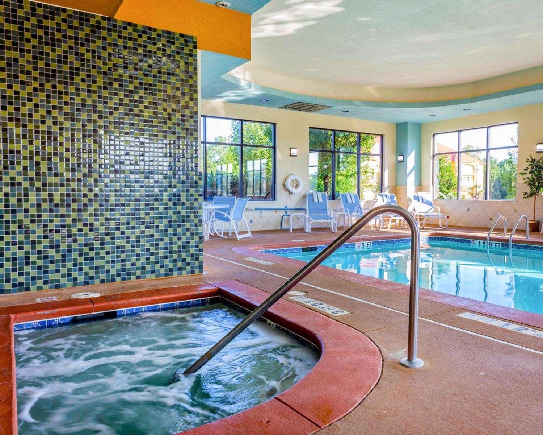 Pool - Comfort Suites Stockbridge