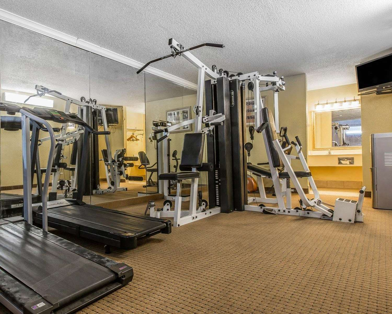 Fitness/ Exercise Room - Econo Lodge Douglas