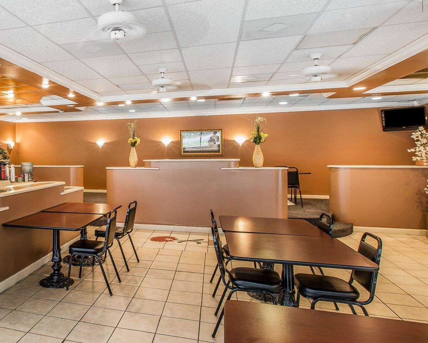 Restaurant - Econo Lodge Douglas