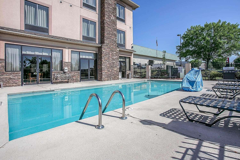 Pool - Comfort Suites Augusta