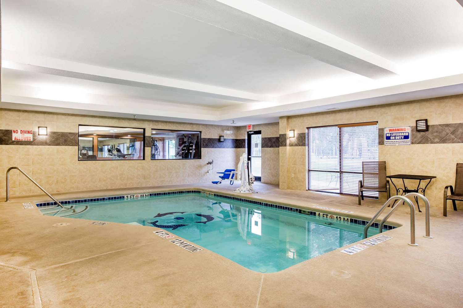Pool - Comfort Suites Gateway Brunswick