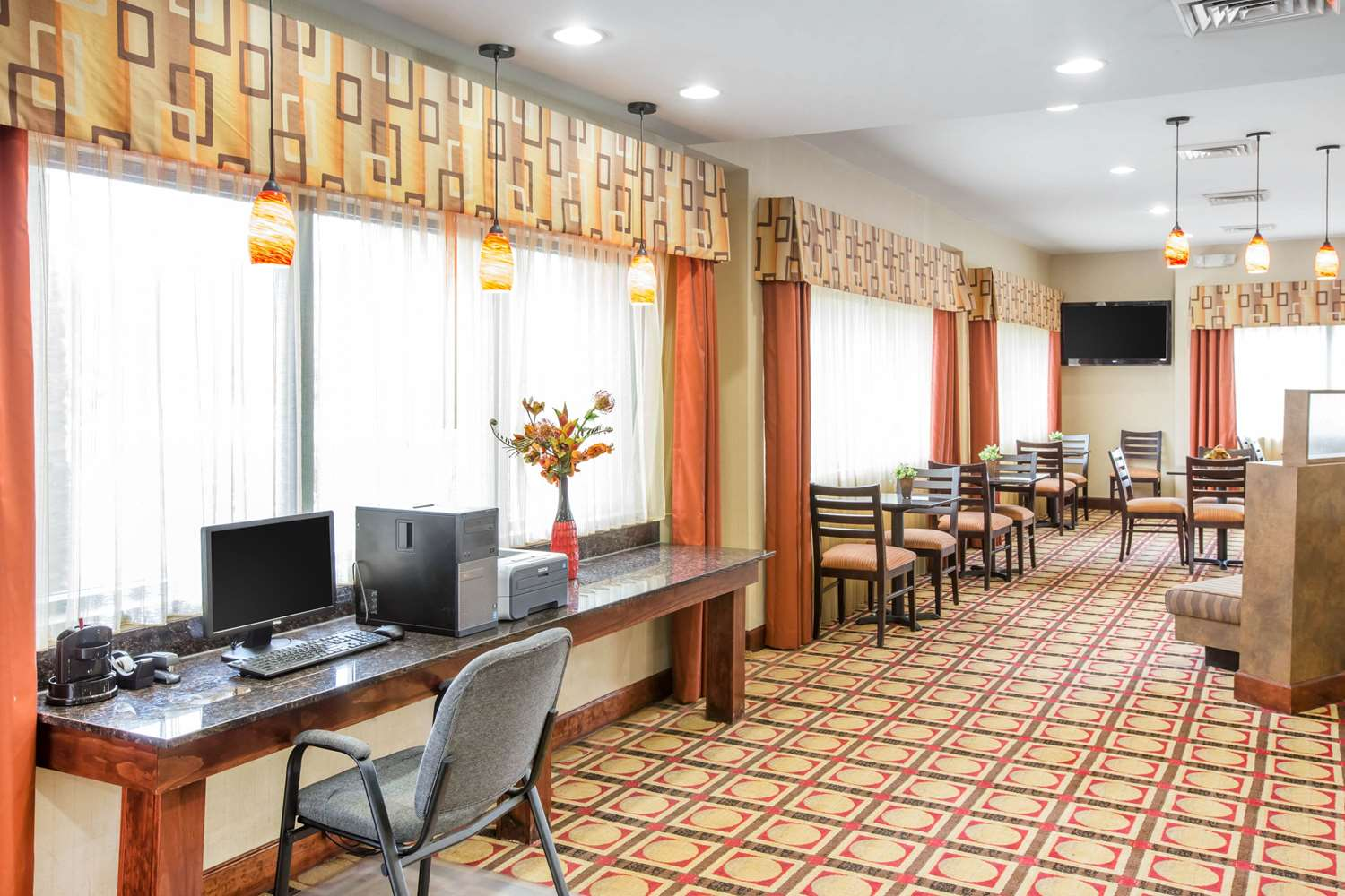 Conference Area - Comfort Suites Gateway Brunswick