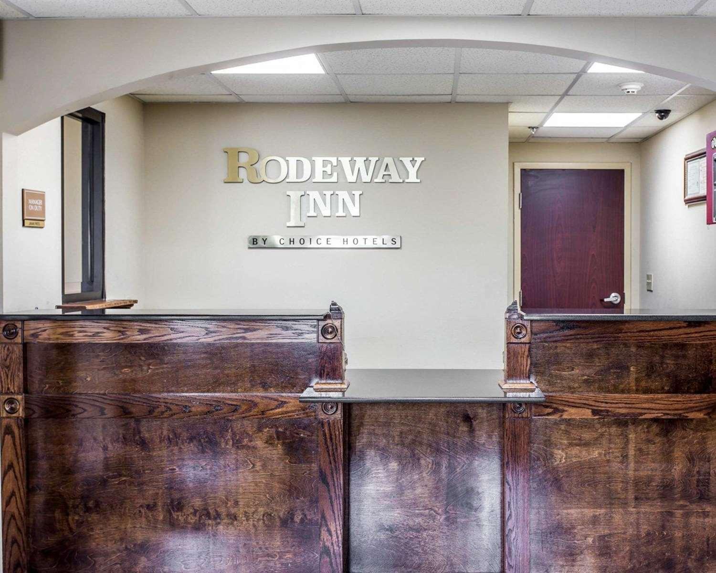 Lobby - Rodeway Inn Forest Park