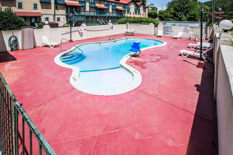 Pool - Quality Inn Helen