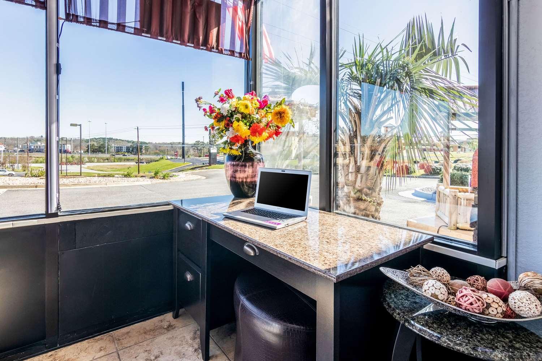 Conference Area - Econo Lodge Inn & Suites Wesleyan Macon