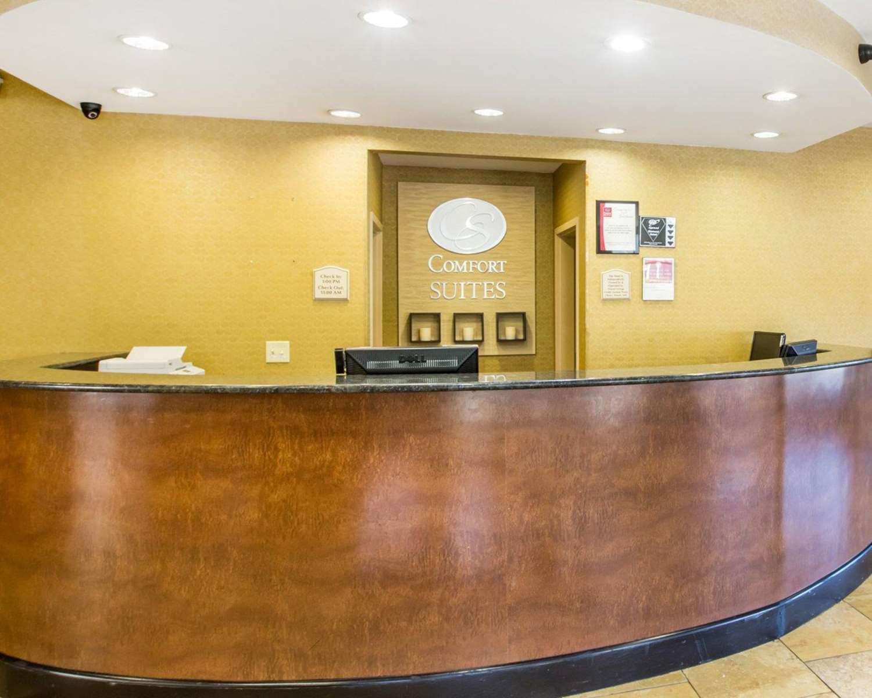 Lobby - Comfort Suites Macon