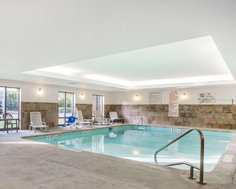 Pool - Comfort Suites Macon
