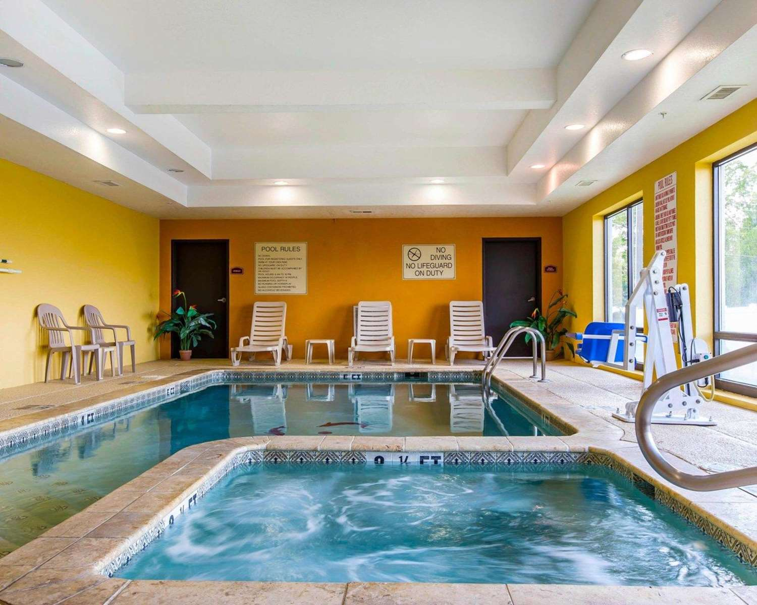 Pool - Comfort Suites Waycross