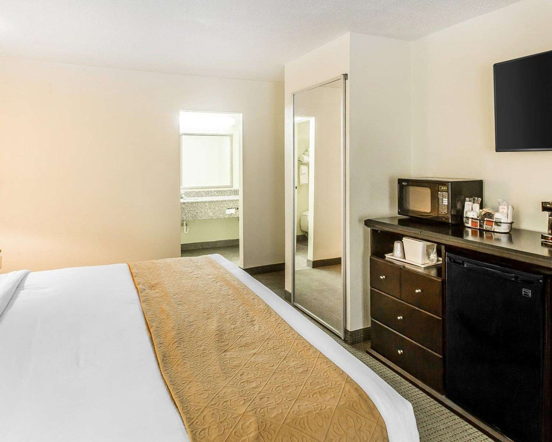 Room - Quality Inn & Suites Statesboro