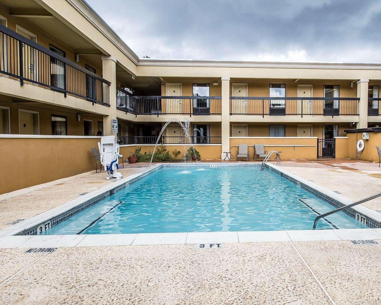 Pool - Quality Inn & Suites Statesboro