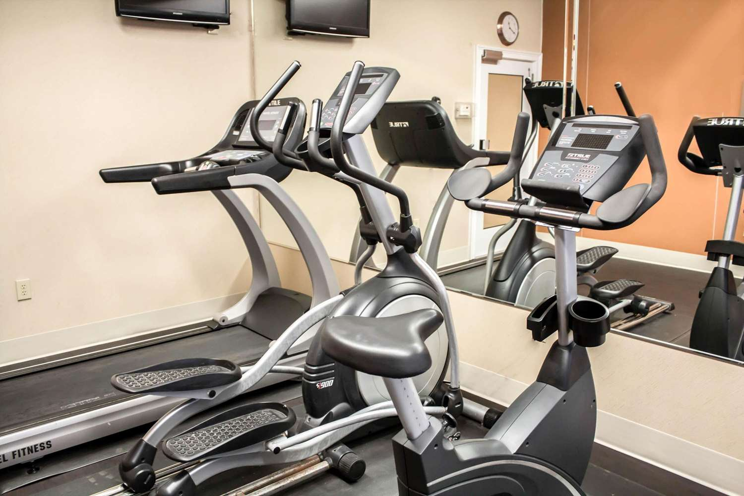 Fitness/ Exercise Room - Comfort Suites Brunswick