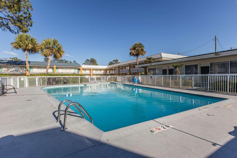 Pool - Econo Lodge Thomasville