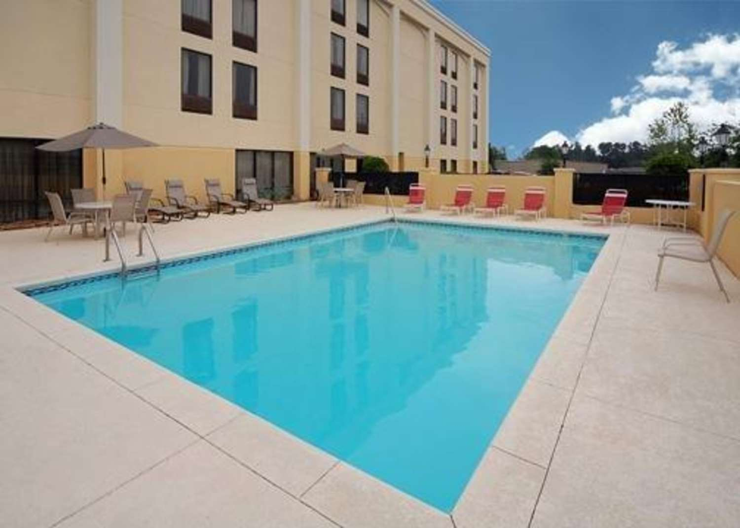 Pool - Comfort Inn & Suites Athens