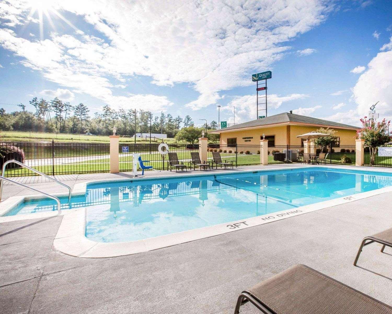 Pool - Quality Inn Macon