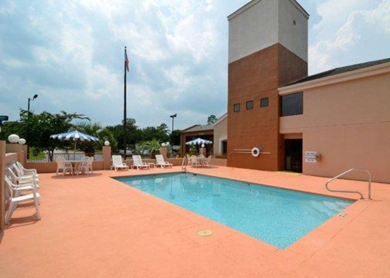 Pool - Sleep Inn Savannah