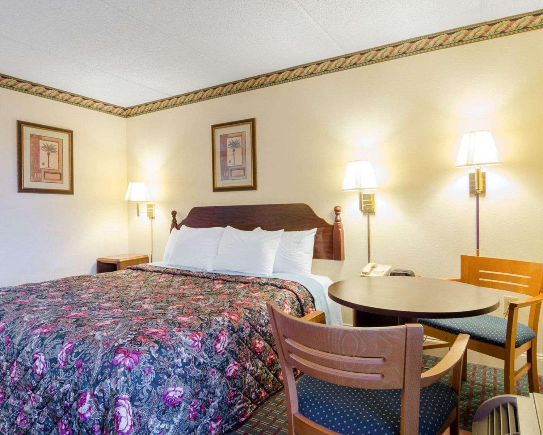 Room - Rodeway Inn Norcross