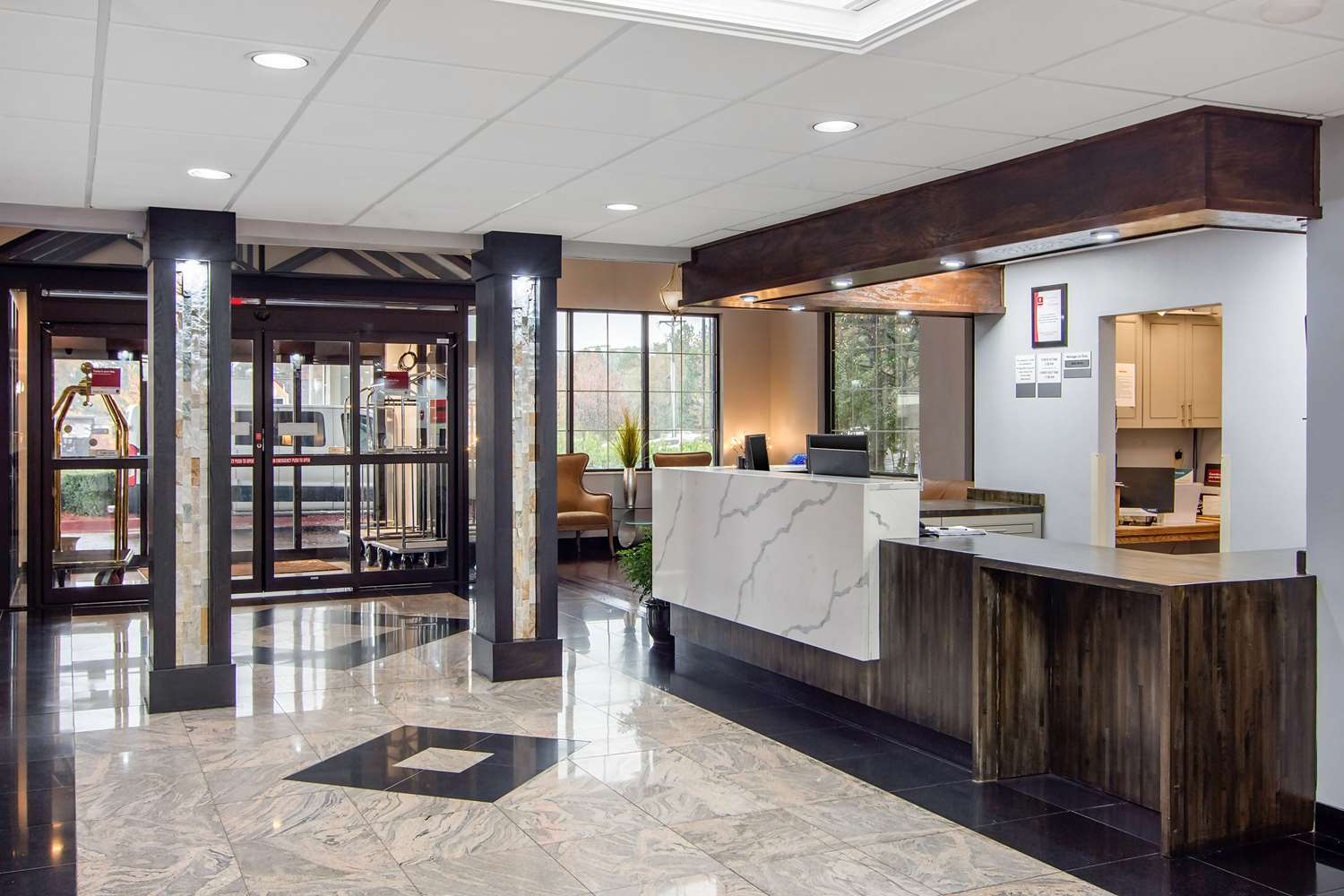 Lobby - Clarion Suites Gwinnett Place Duluth