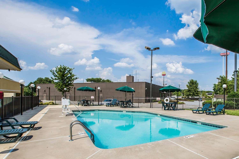 Pool - Quality Inn Madison