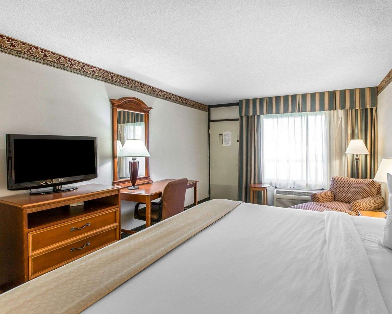 Room - Quality Inn & Suites Waycross