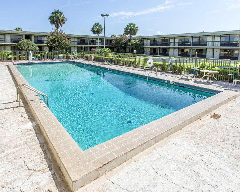 Pool - Quality Inn & Suites Waycross