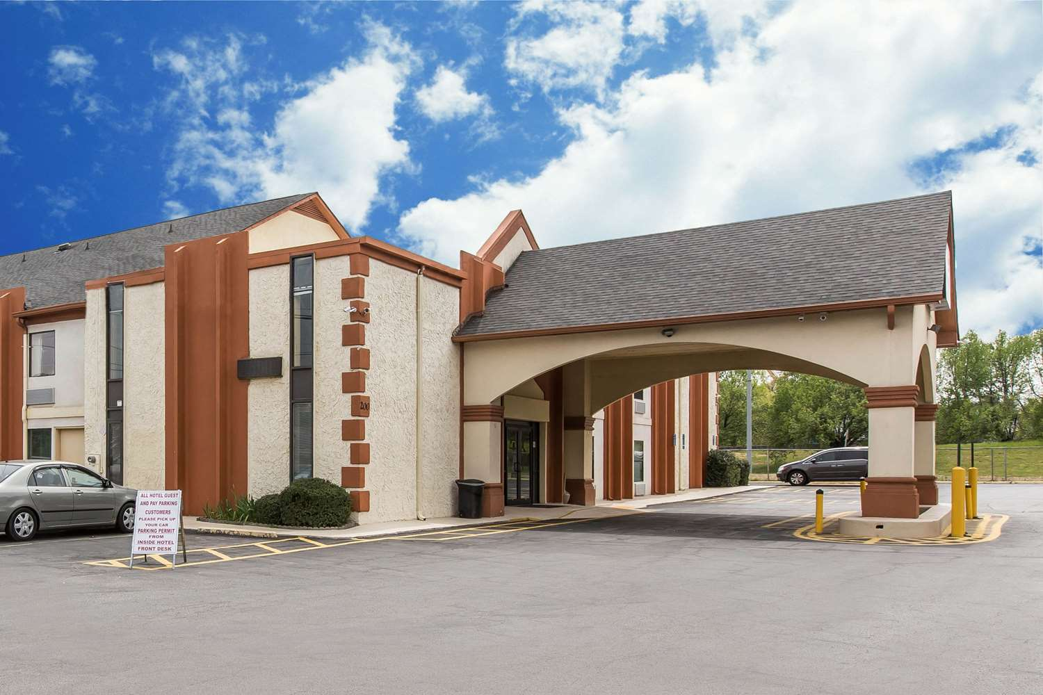 Exterior view - Econo Lodge at Six Flags Austell