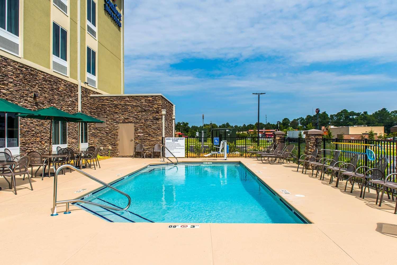 Pool - Comfort Inn & Suites Valdosta