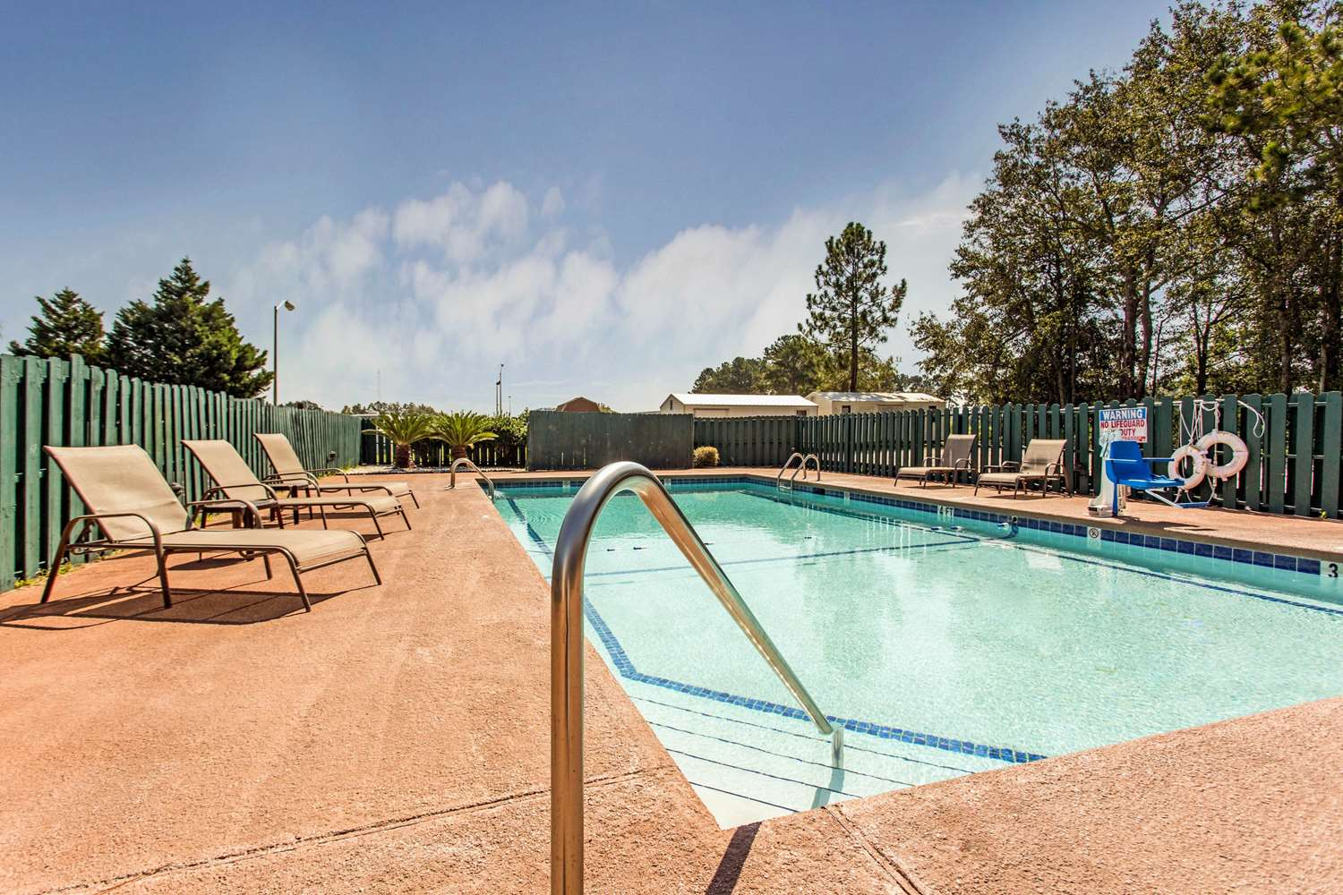 Pool - Quality Inn & Suites Vidalia