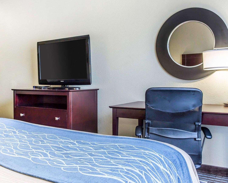 Room - Comfort Inn & Suites Dobbins Air Reserve Base Smyrna
