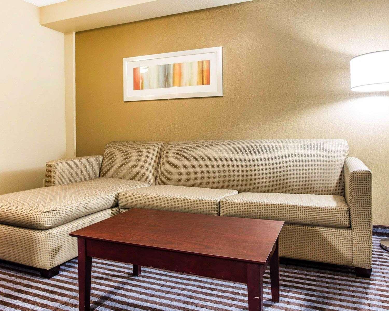 Suite - Comfort Inn & Suites Dobbins Air Reserve Base Smyrna
