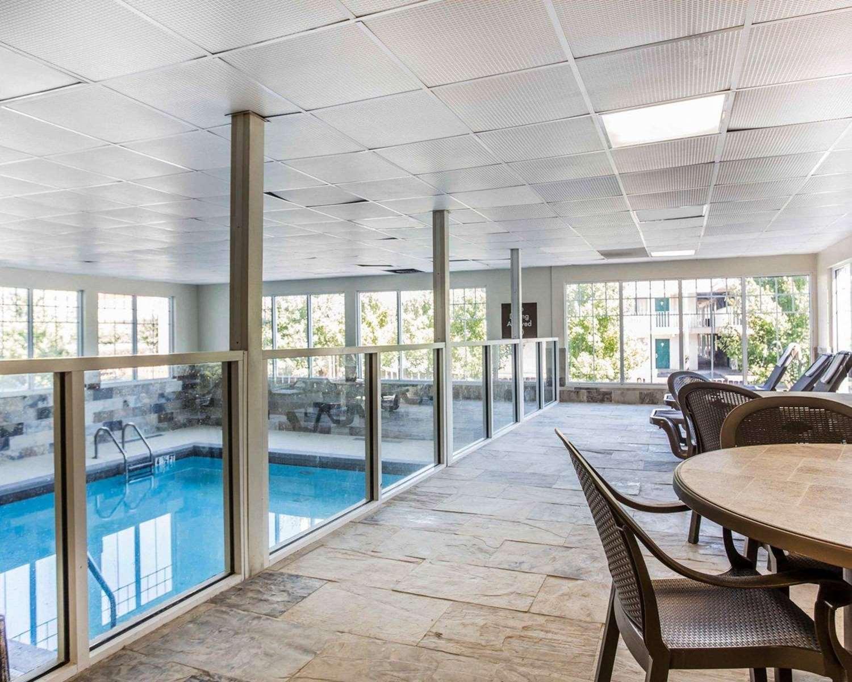 Pool - Comfort Inn & Suites Dobbins Air Reserve Base Smyrna