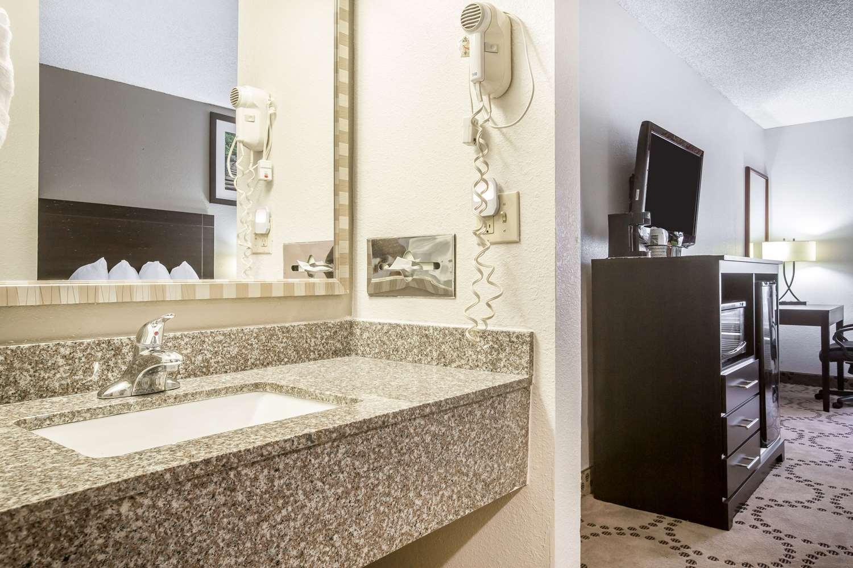 Room - Quality Inn Stockbridge