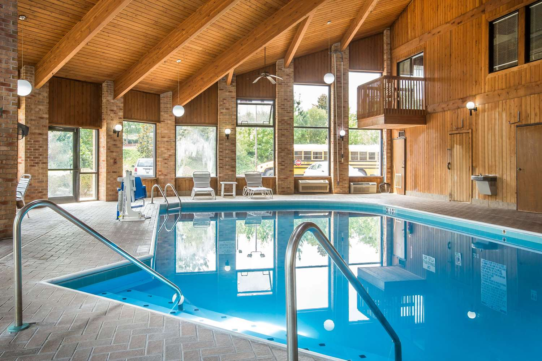 Pool - Quality Inn Stockbridge