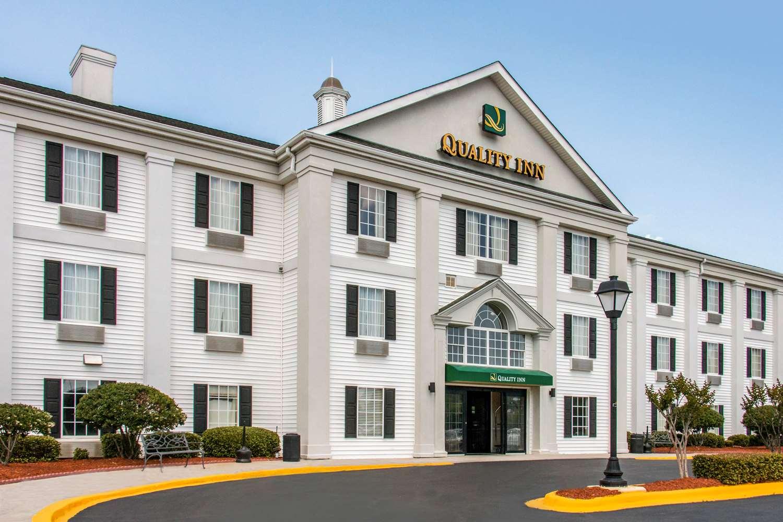 Exterior view - Quality Inn Pooler