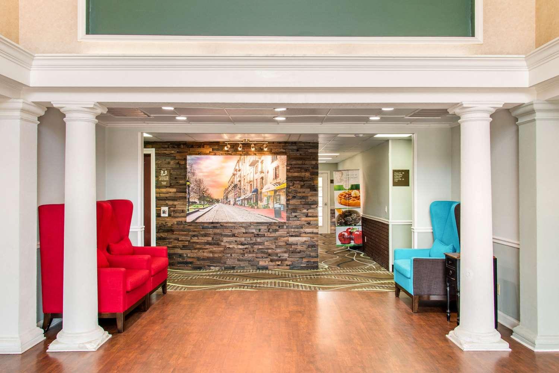 Lobby - Quality Inn Pooler