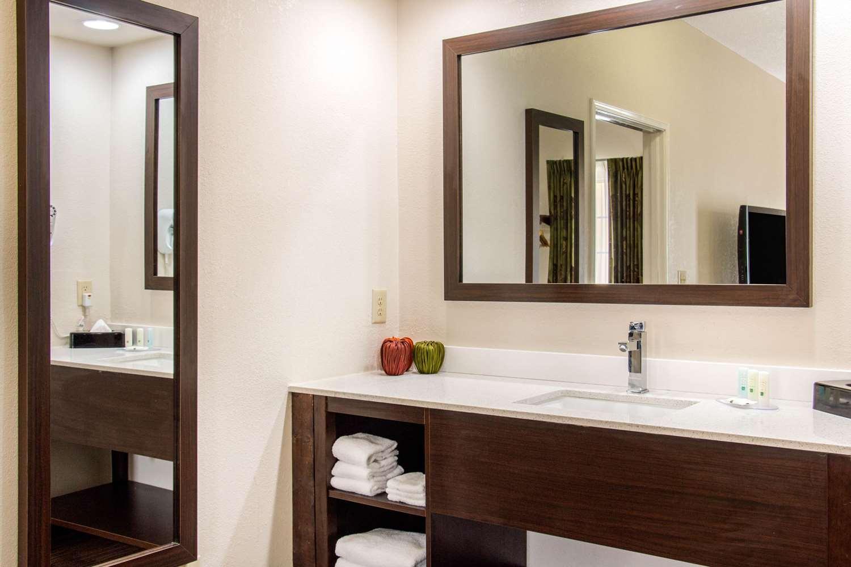 Room - Quality Inn Pooler