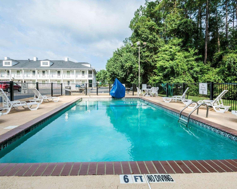 Pool - Quality Inn Bainbridge