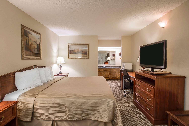 Room - Quality Inn Waynesboro