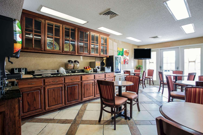 Restaurant - Quality Inn Waynesboro