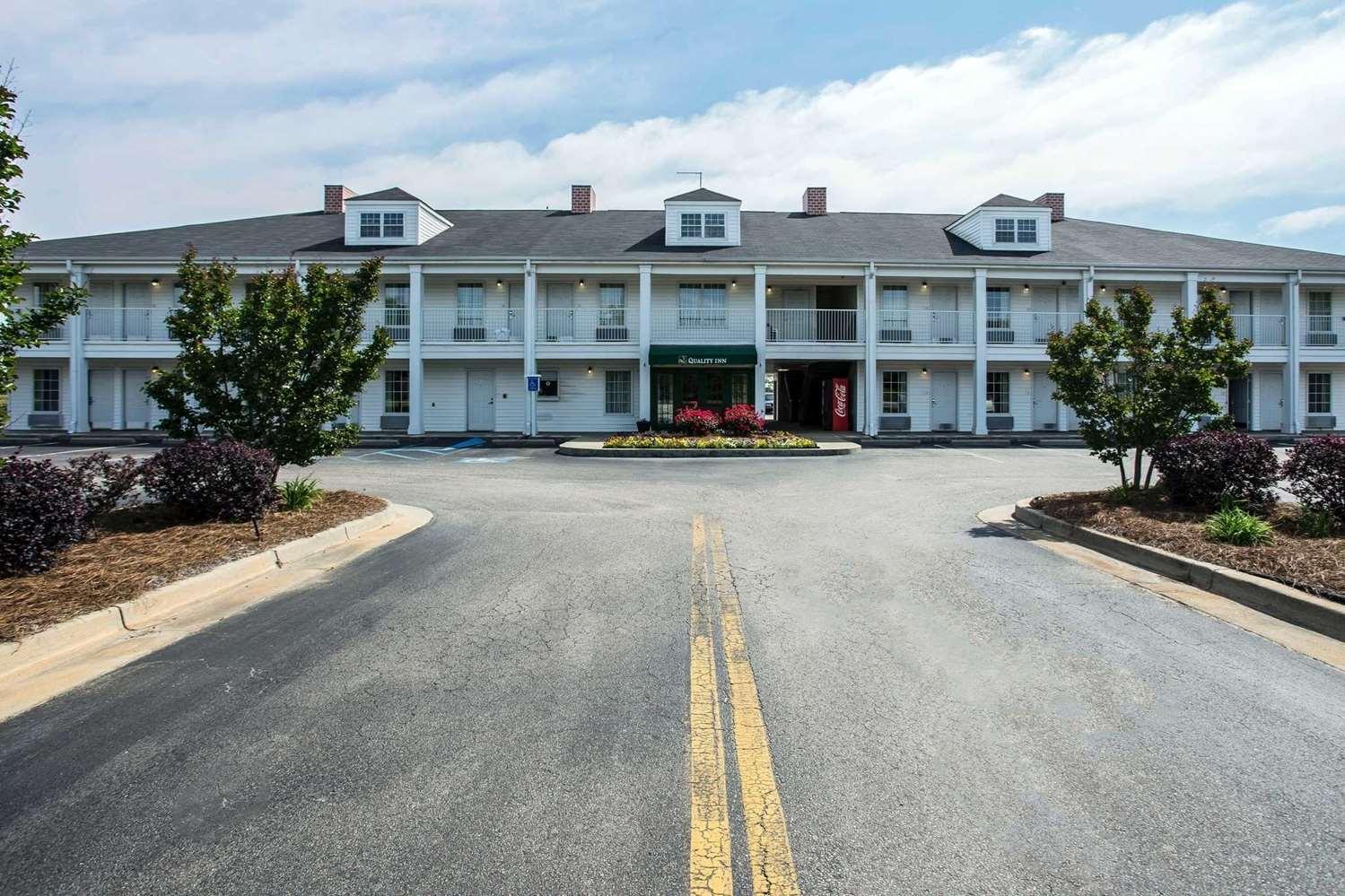 Exterior view - Quality Inn Waynesboro